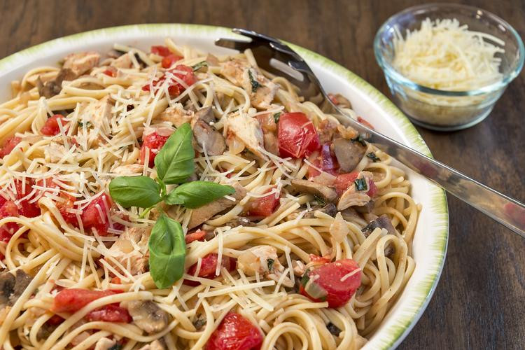 One Skillet Chicken Linguine with Tomatoes