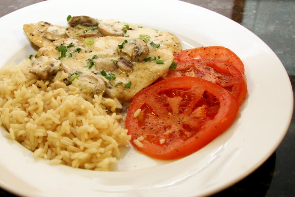 A plate of creamy chicken marsala and tomatoes