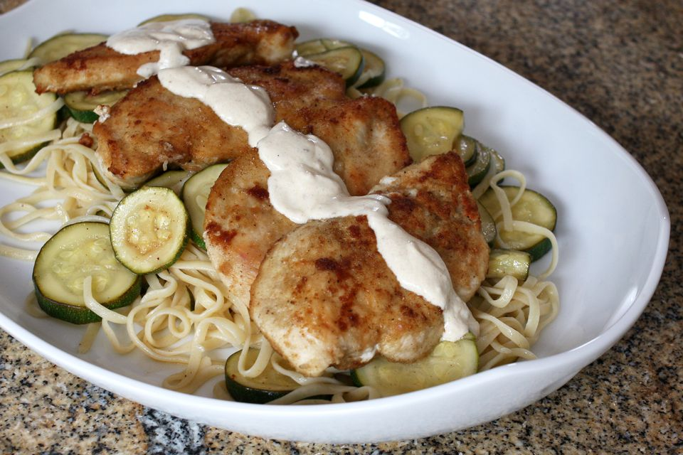 A plate of chicken with garlic cream and zucchini